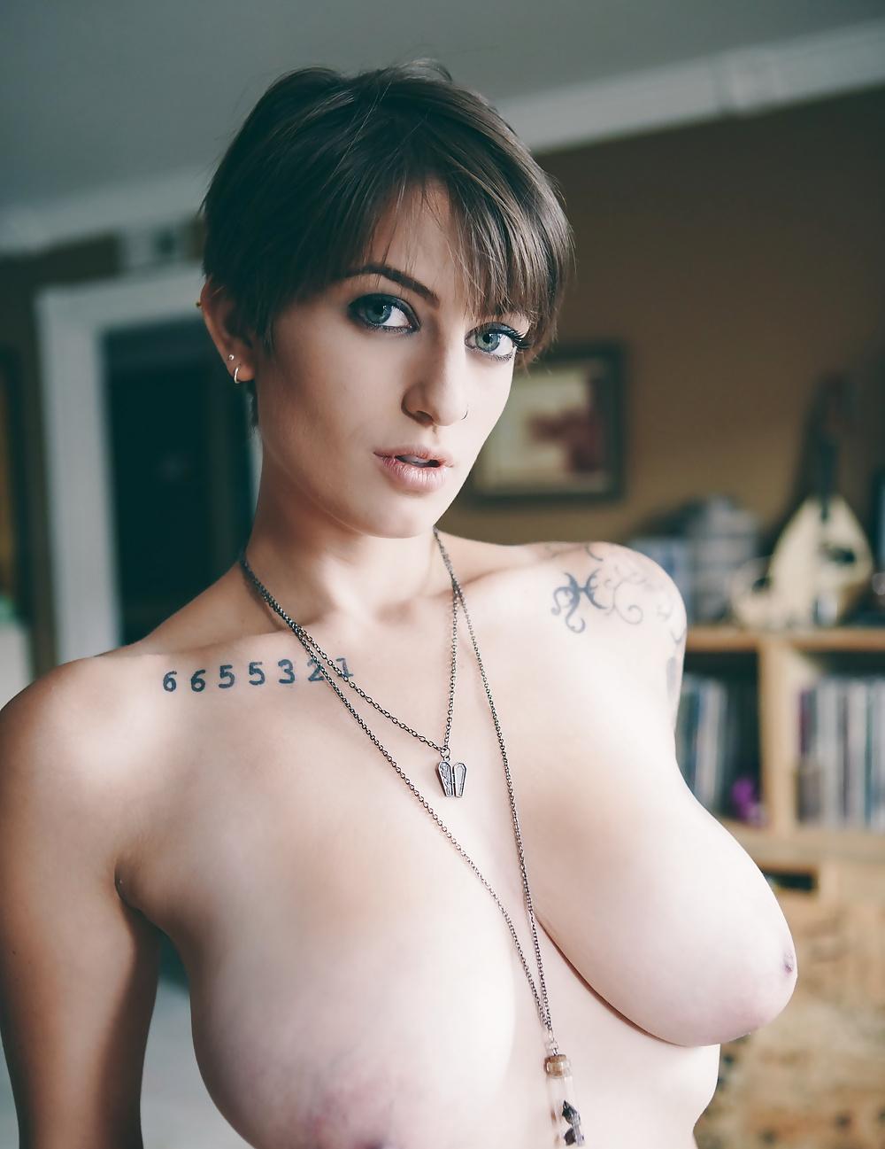 busty-nude-punk-busty-emo-girls-sucking-dick
