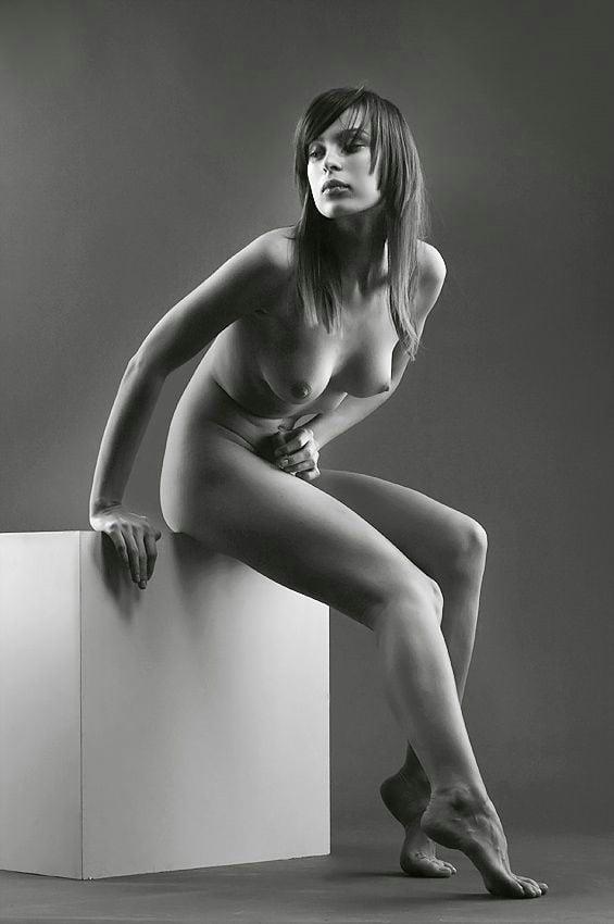 Black & White 3 - 99 Pics