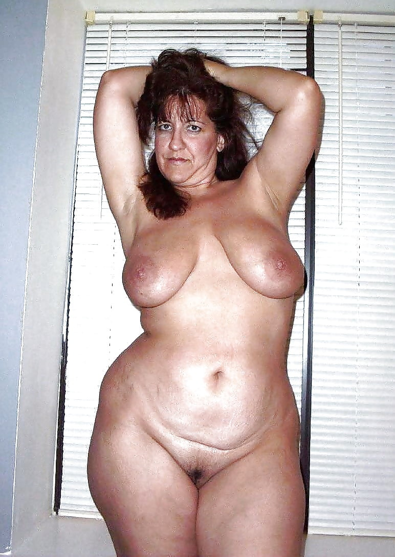 Nude older women with wide hips — pic 8