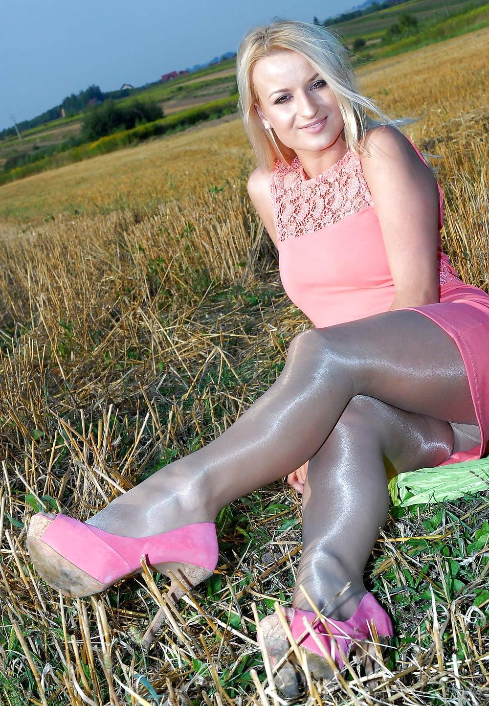 dream-sexy-legs-pantyhose-free-sites-gif