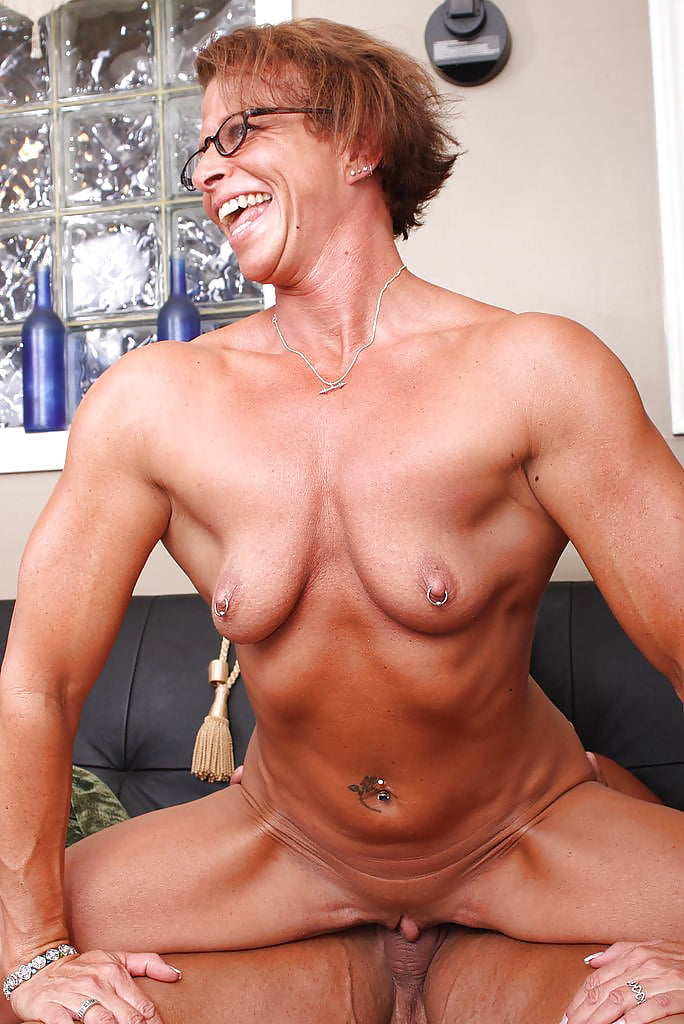 middle-aged-women-bodybuilder-nude-pussy