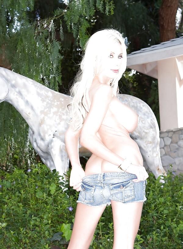 Milf naked in garden