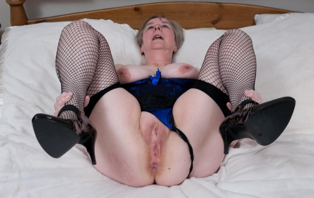 pornstar-playing-grandmother-giving-pussy-hard