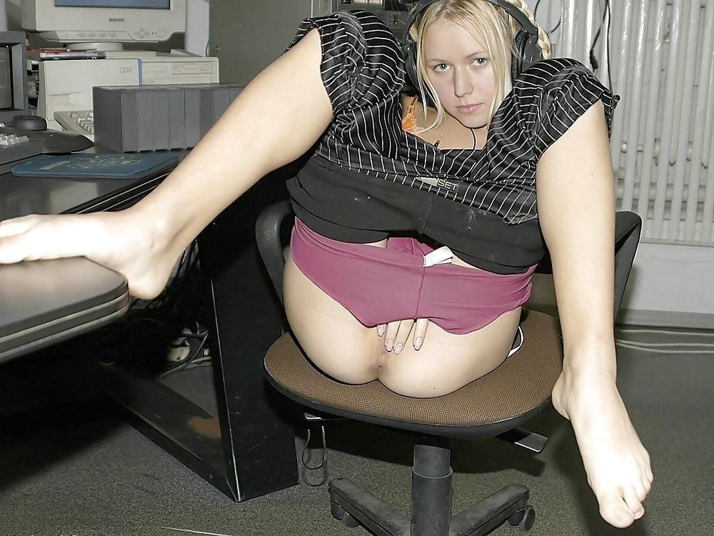 женщины без трусов на работе - 3