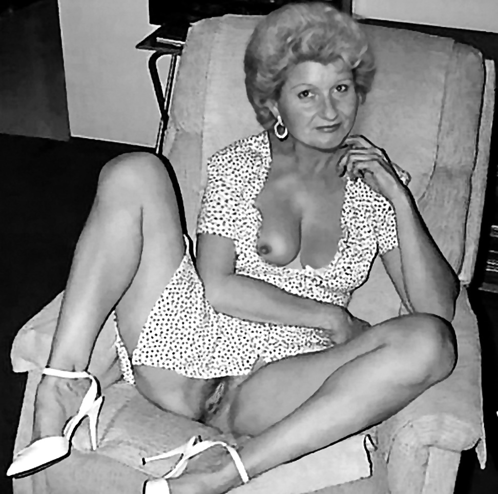 Vintage old mature topless parties — photo 13