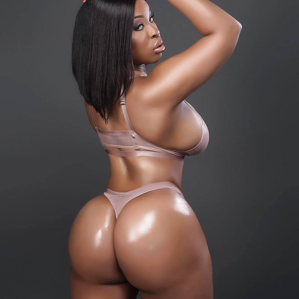South African Girls Display The Biggest Hips And Ass Of All People Of African Descent