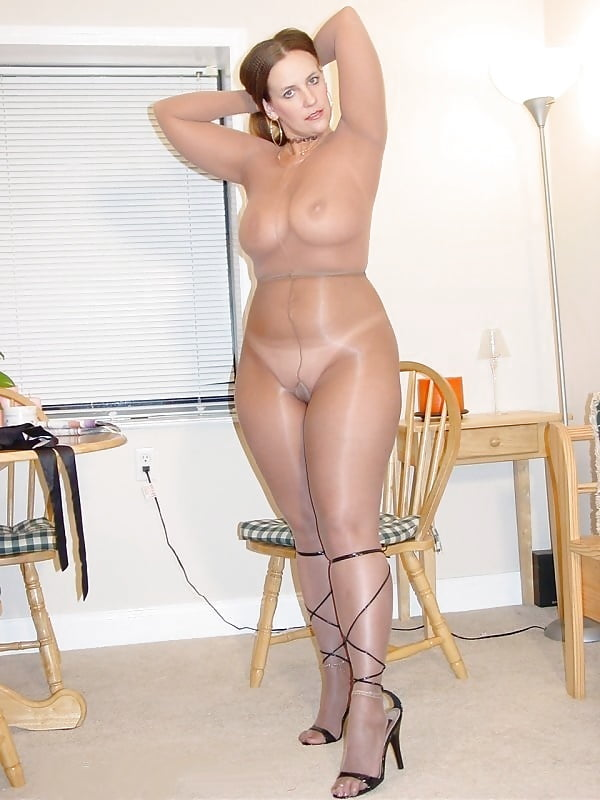 Фото-эротика зрелые женщины в колготках телесного цвета