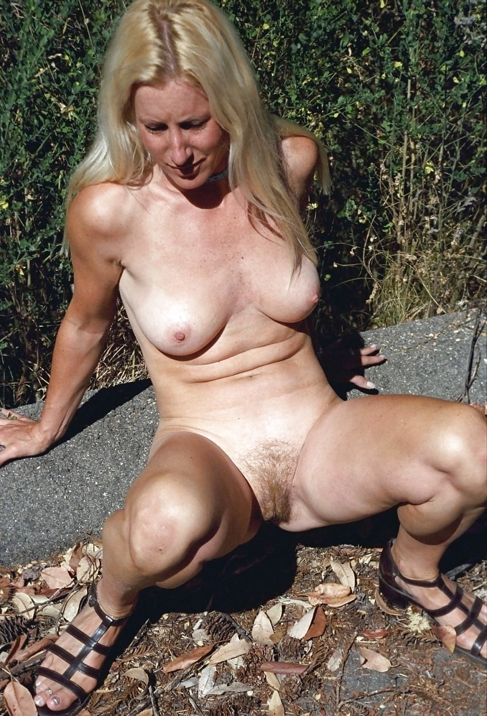 Frau Twerkt Nackt