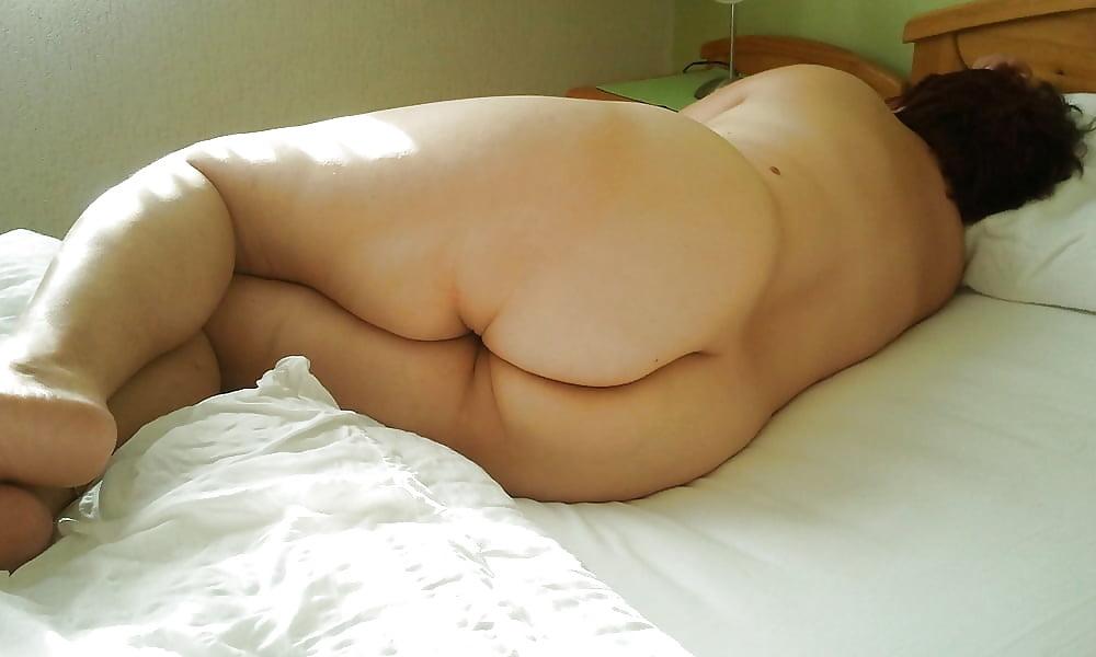 Chubby girls sleeping nude