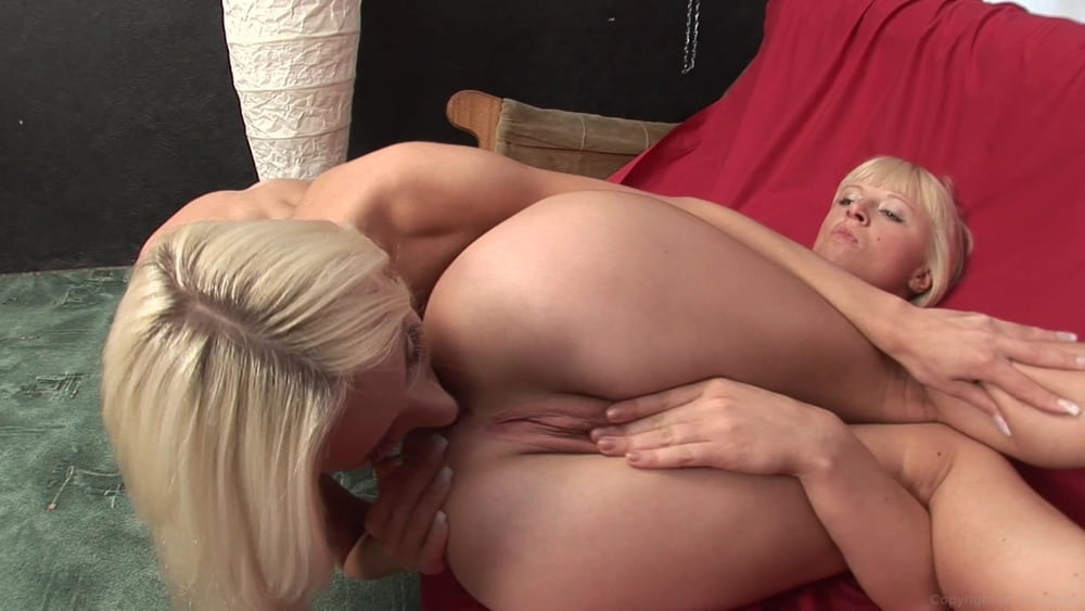 Blonde eating pussy of tied up girl