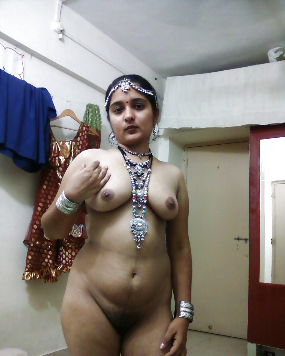 Girl desi nude gujarati aunty puffy