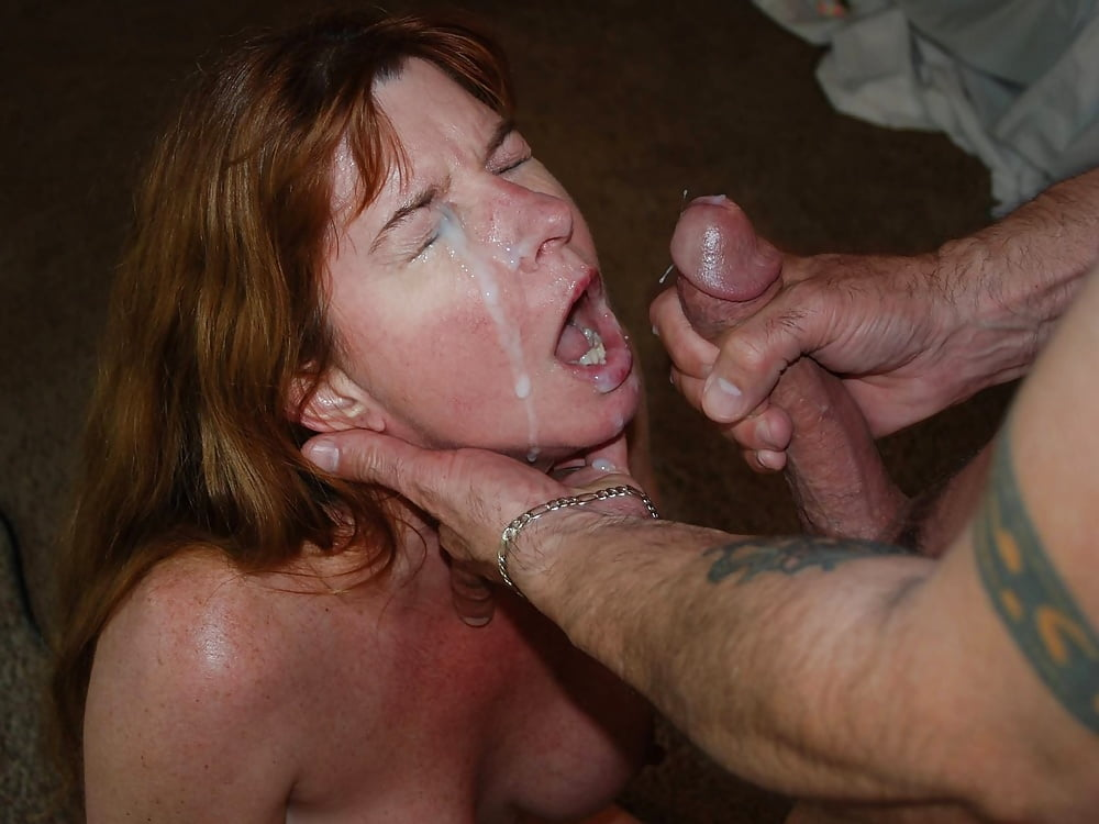 Blond mature cums vid