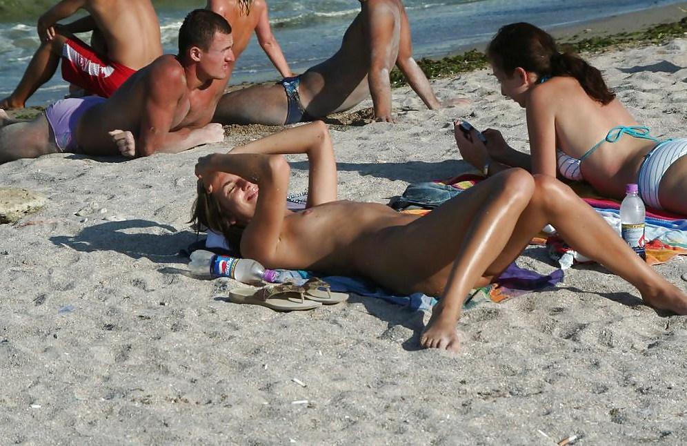 Beach chicks nude