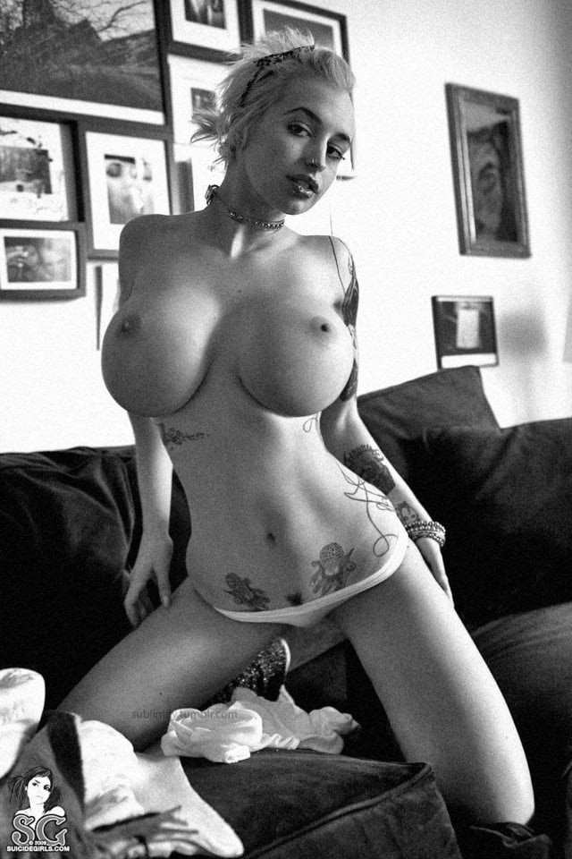 busty-nude-punk