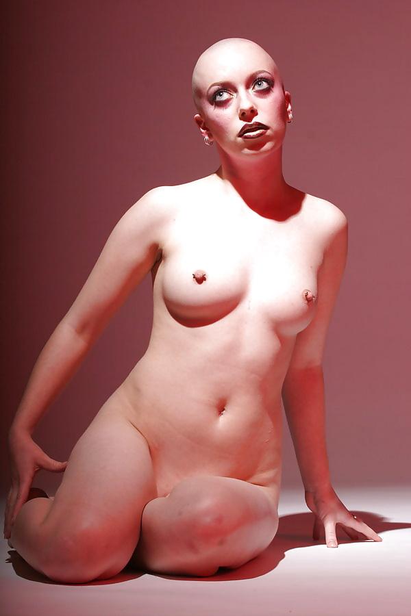 Bald girl nude — pic 8