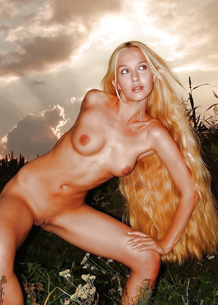 Naked Finnish Girl With Big Tits And Beautiful Pussy