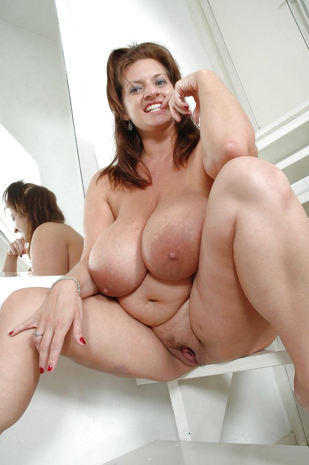 Порно зрелой дамы с огромной грудью, два парня трахают армянку порно фото