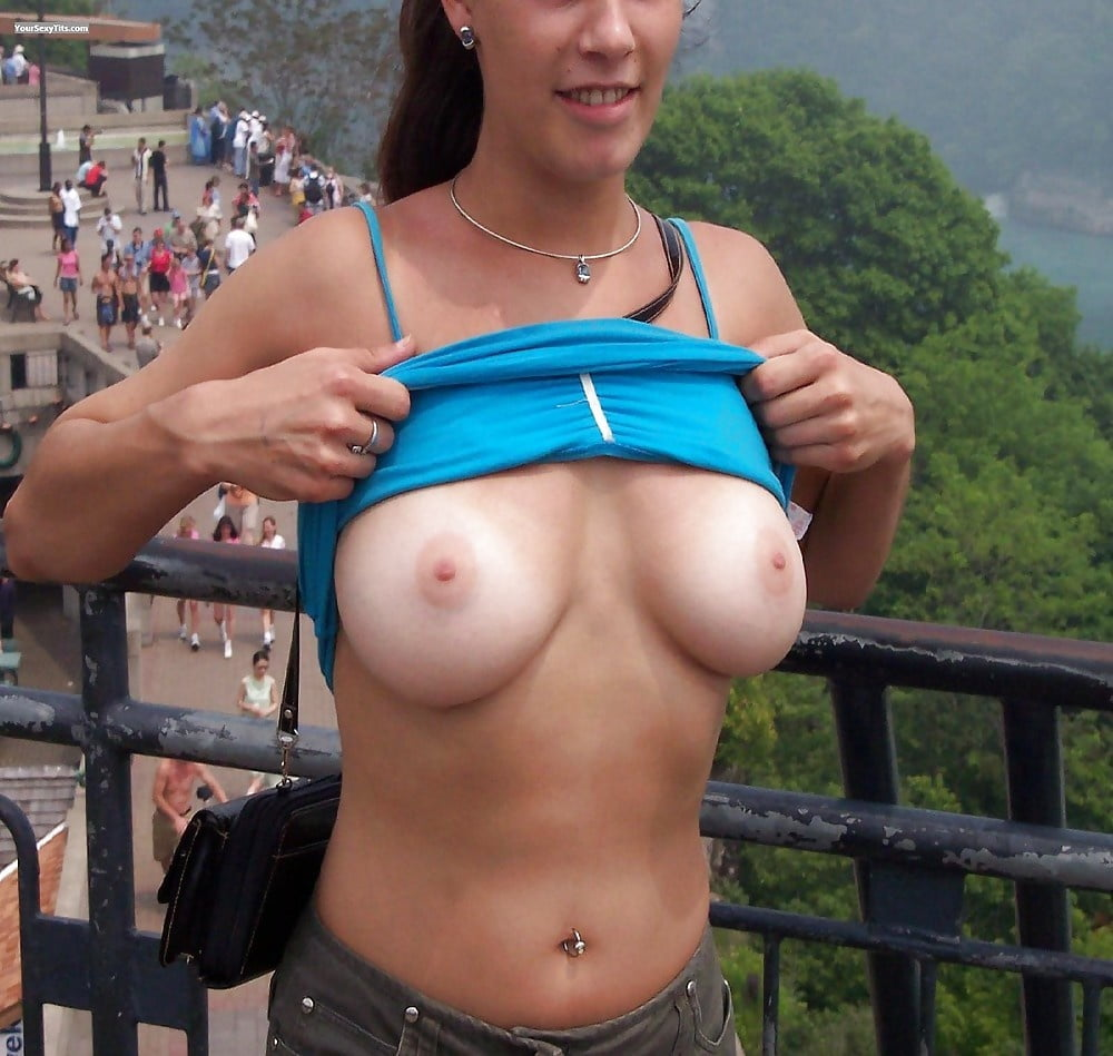 Women showing their breasts videos — pic 8