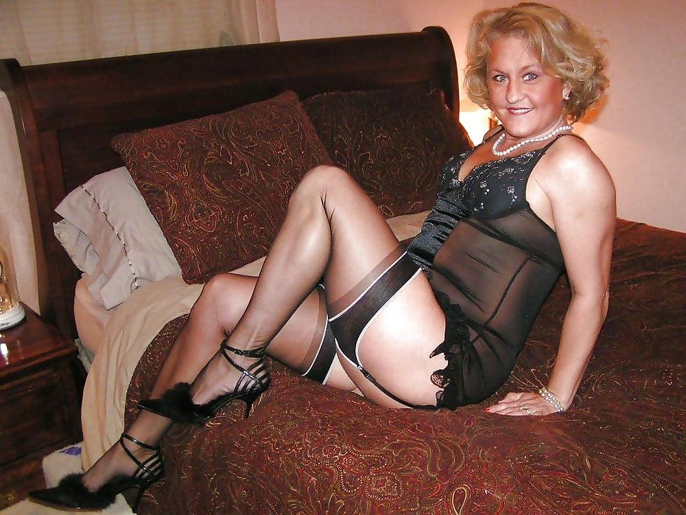 Sexy milf high heels-6332