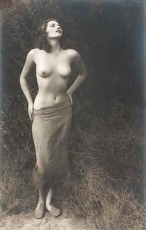 Hots Alexis Jones Nude Gif