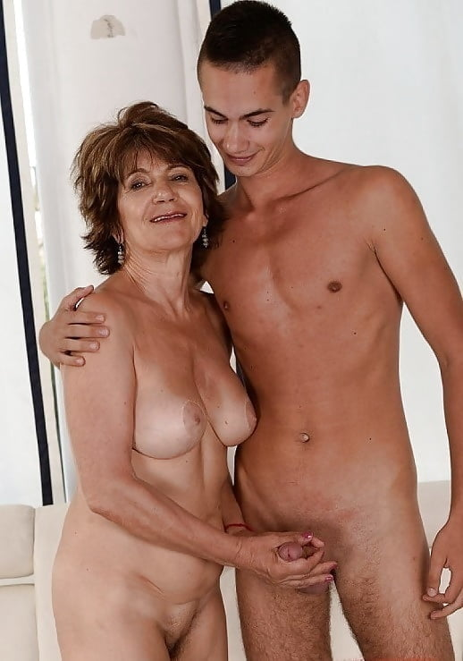 Mom likes to see son naked — pic 2