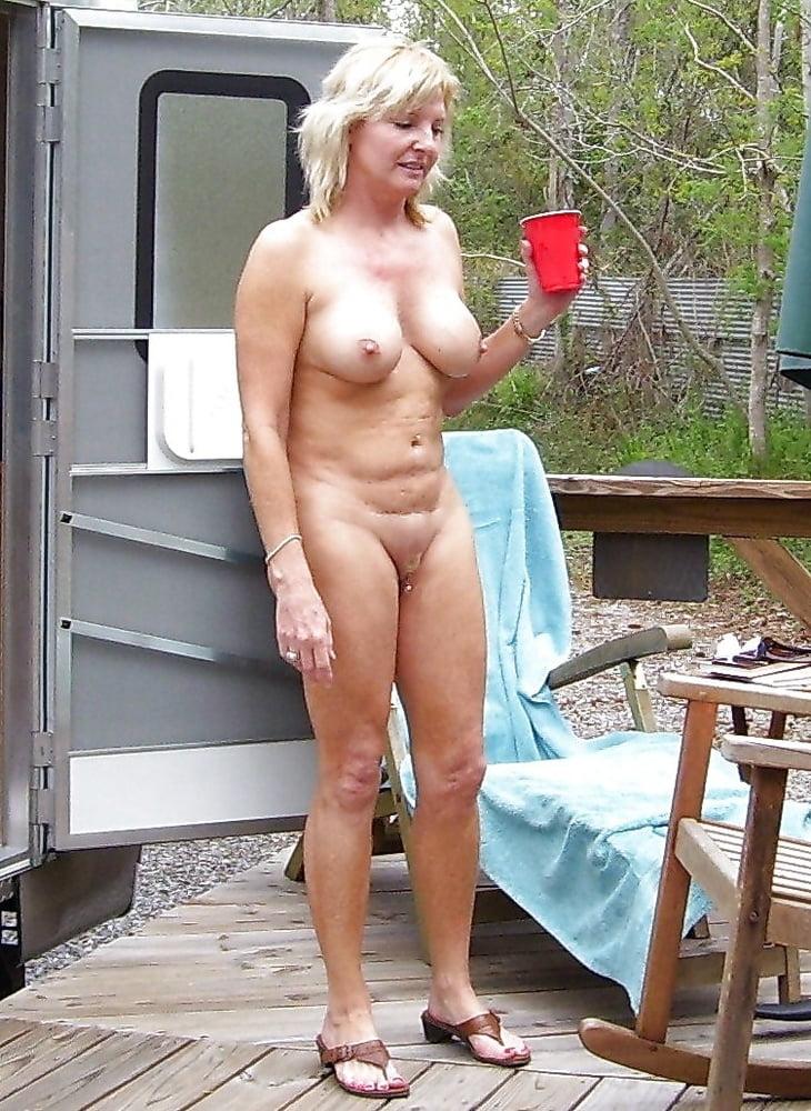 hot-nude-moms-outside