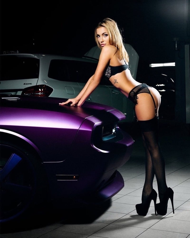 The Sexy Women Of The Chicago Auto Show And The Hot Cars They Love
