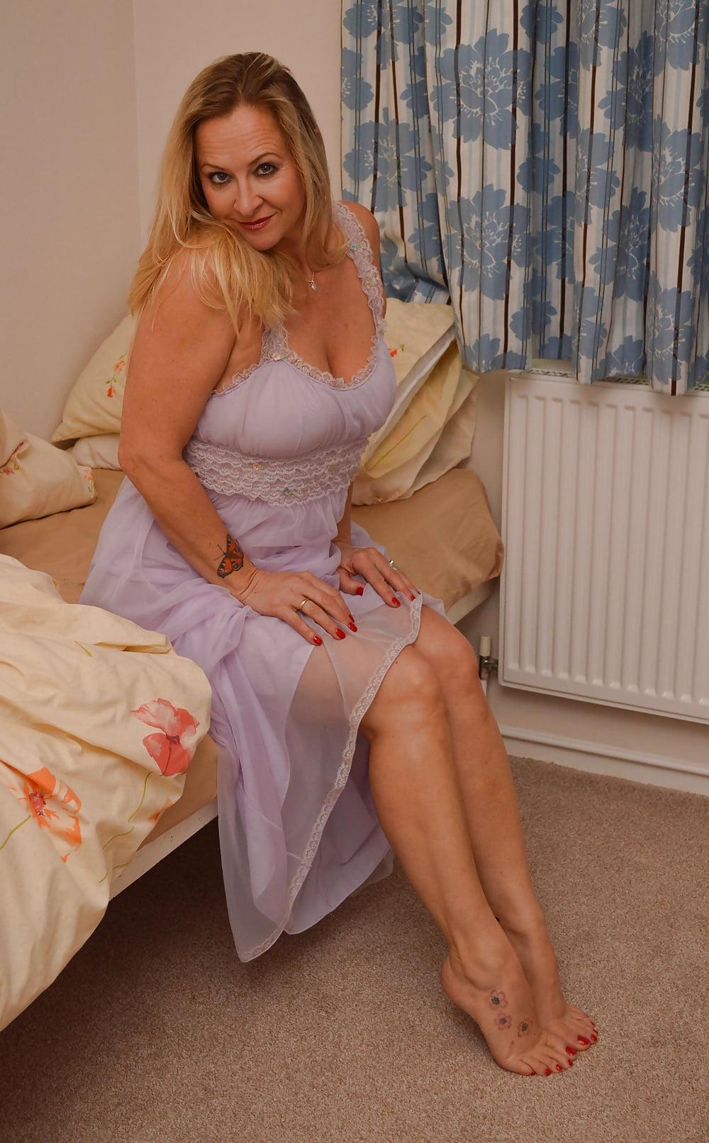 блудливые голые жены фото события предопределены