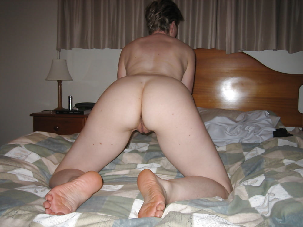 Beautiful naked women giving head