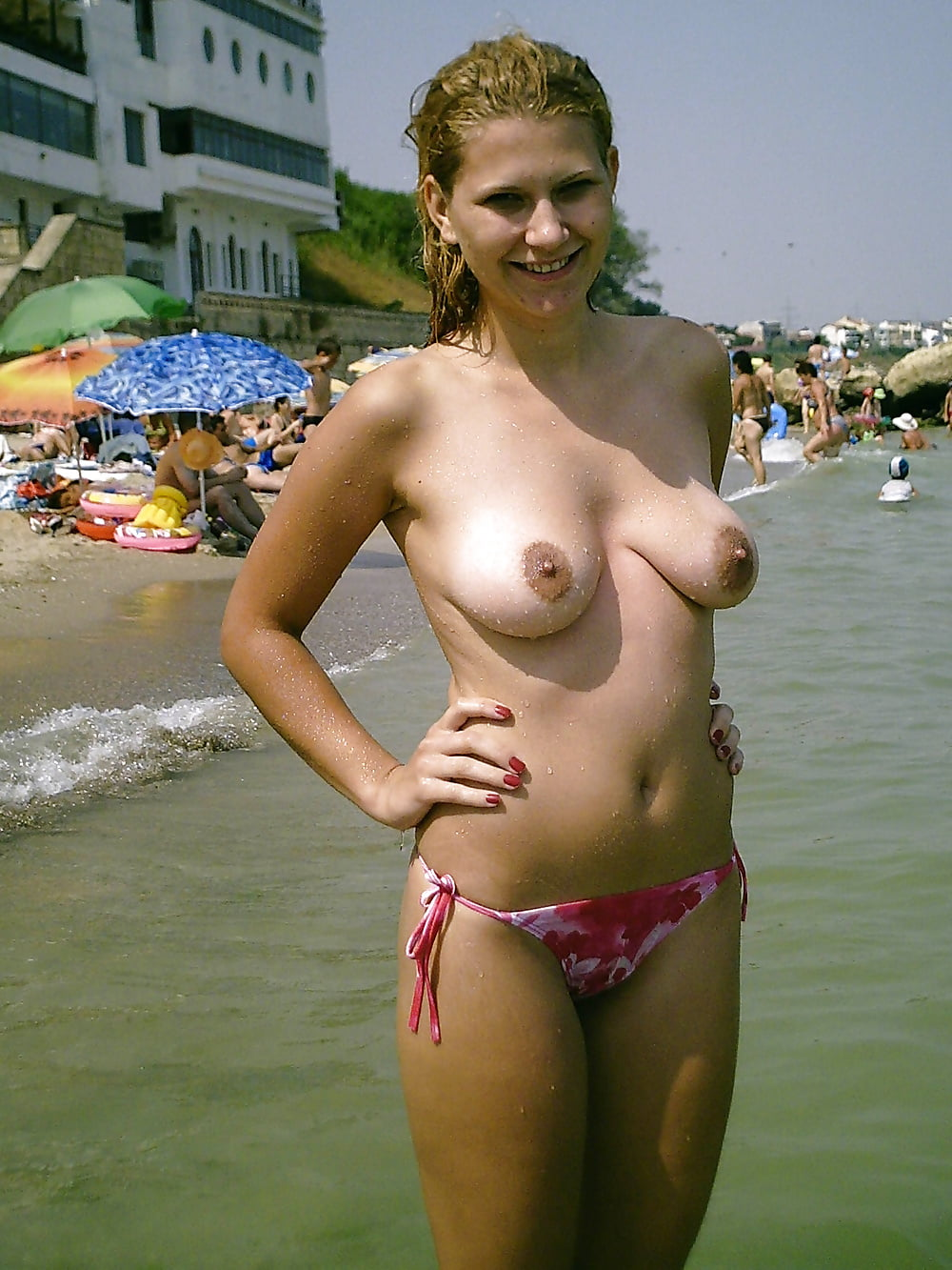 Amateur Girlfriends Walking Topless All Over The Beach