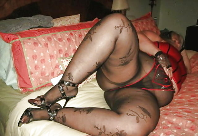 Curvaceous mature bbw gets her diamond pattern pantyhose smeared