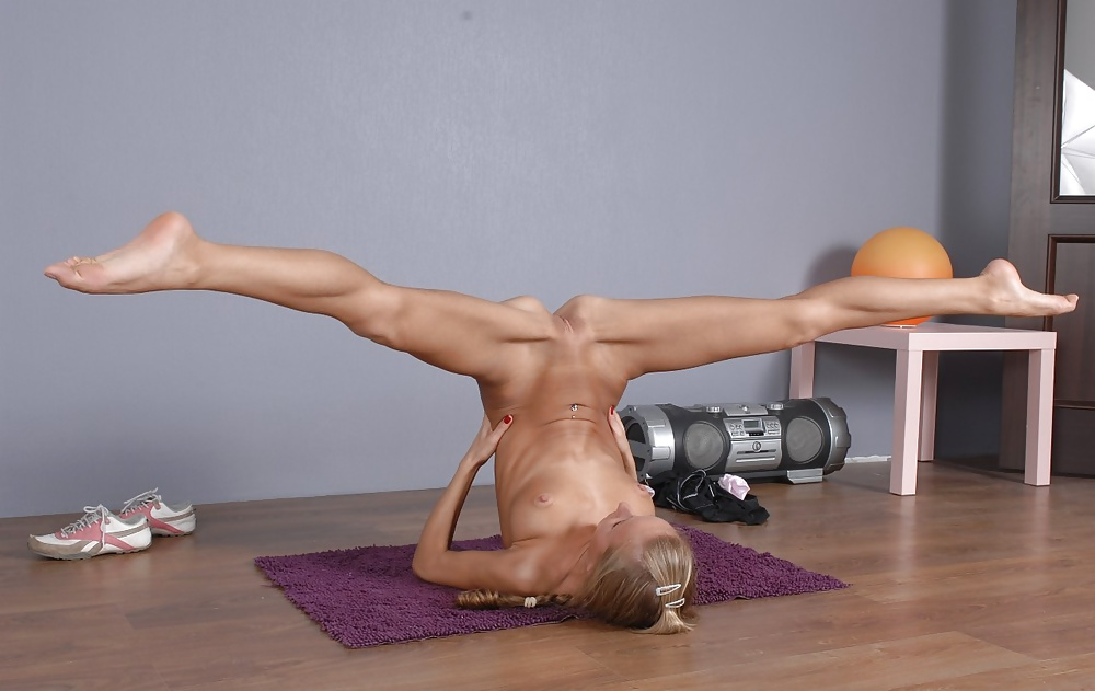 Порно видео гимнастика онлайн, девушка сосет фаллоимитатор порно видео