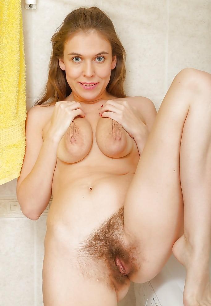 Молодая грудь волосатая киска, на природе взросленькая женщина порно