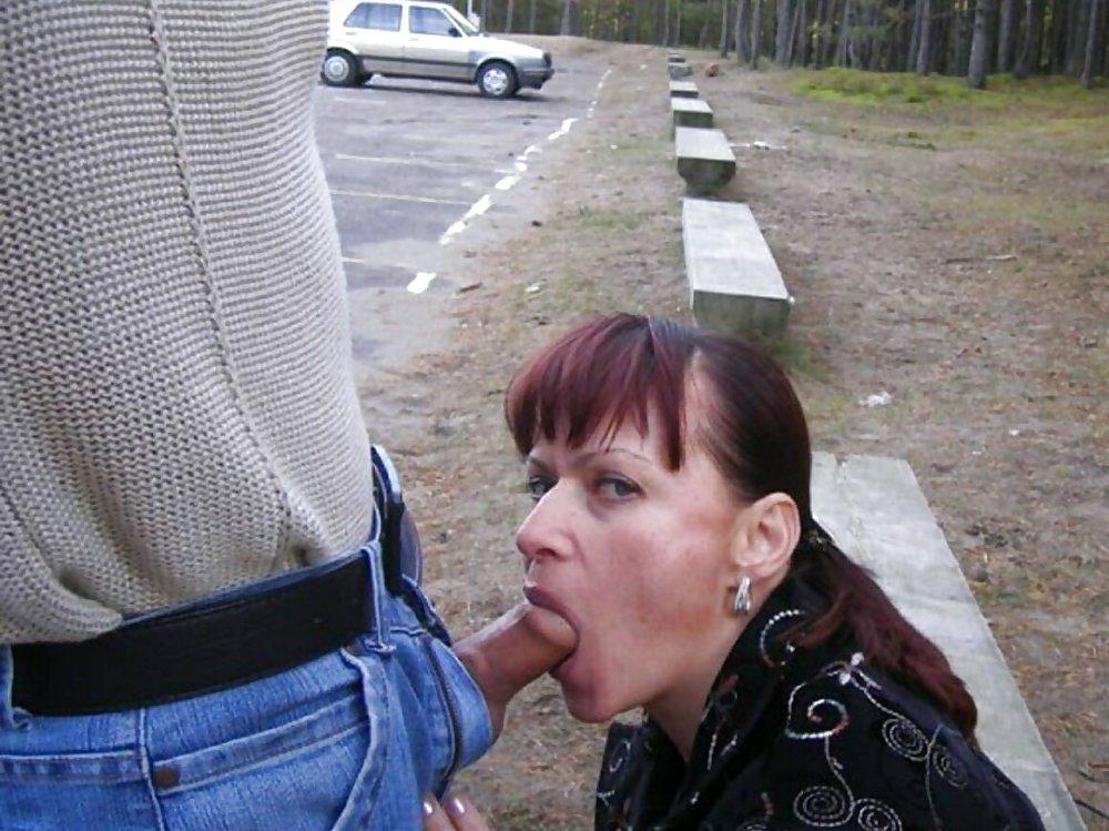 Секс порно шмара сосет хуй