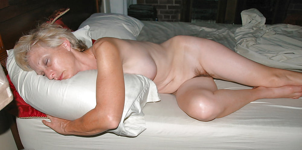 Mature lady sleeping nude — img 10