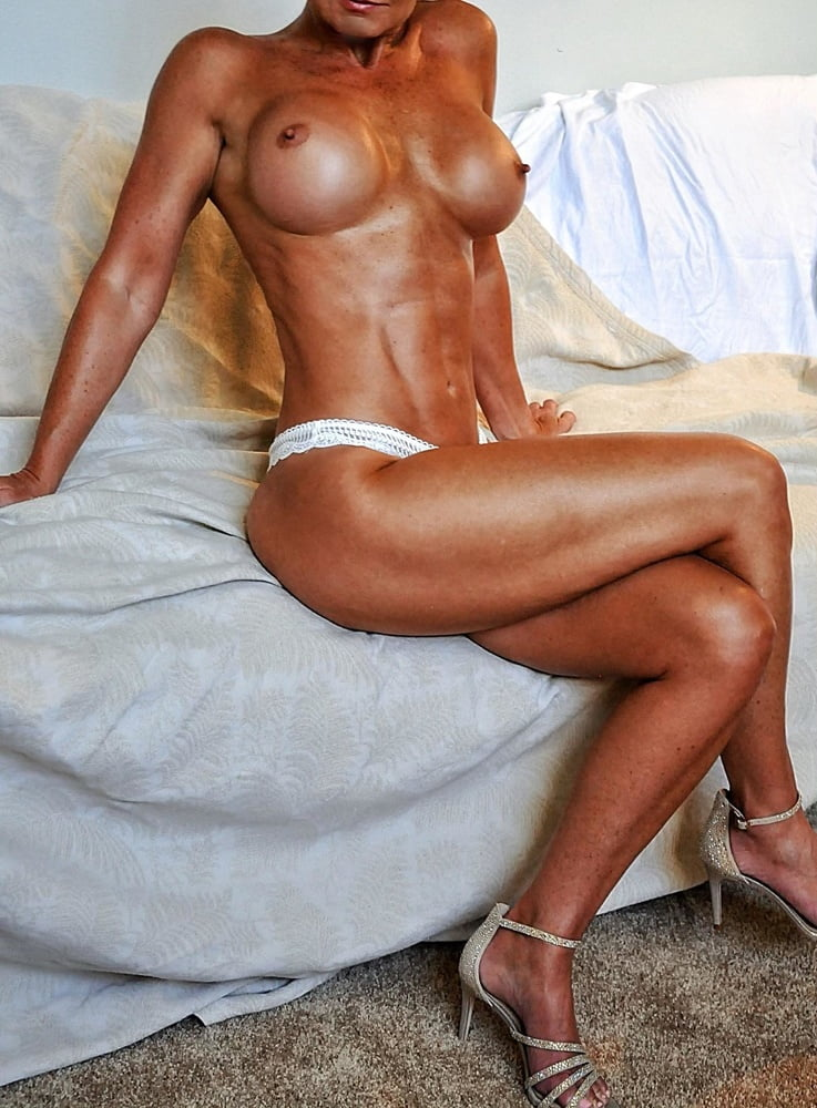Super fit milf pics, amber evans naked golf