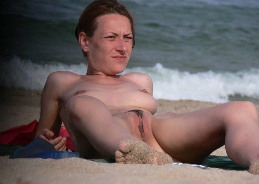 Vos femmes se font matter leur chatte a la plage - 60 Pics
