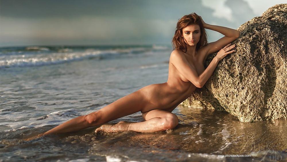 Pretty sexy nude girls