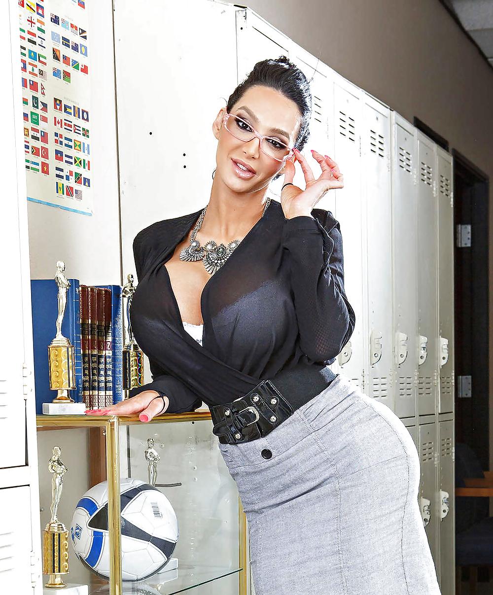 Секретарша с дойками — pic 3