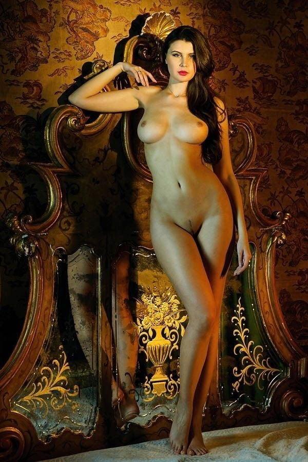 sexy-greek-nude