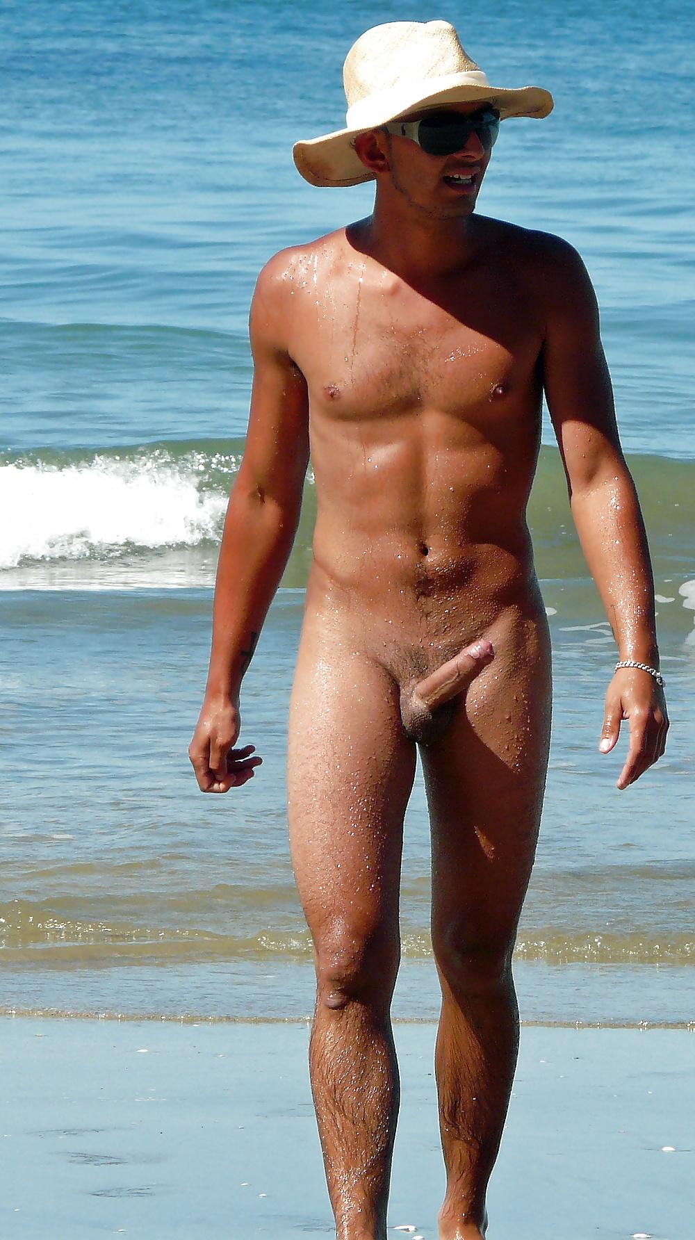 Фото стоячего члена на пляже — pic 1