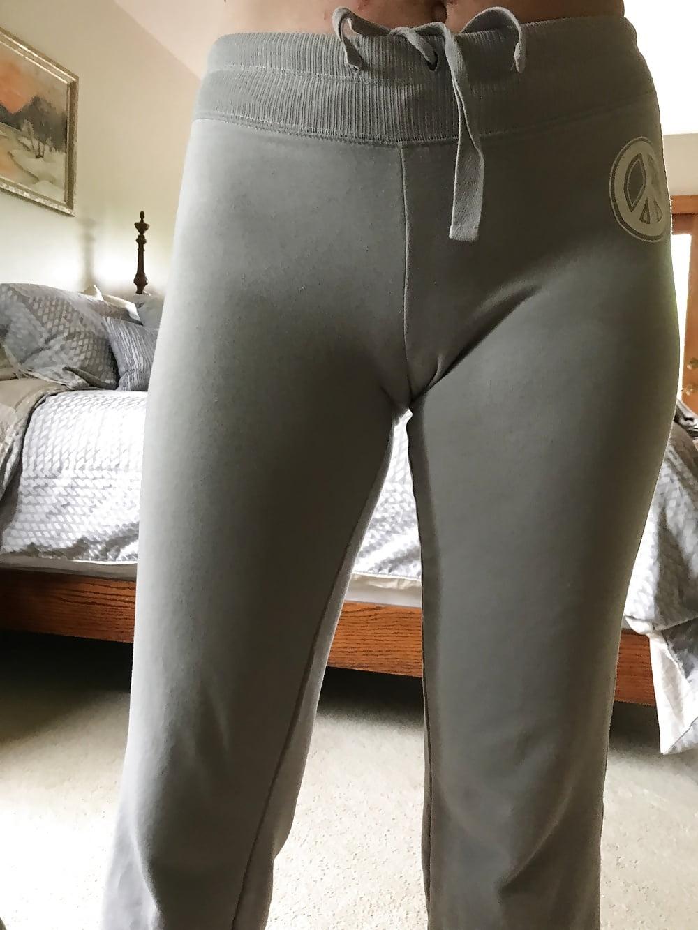 girls-full-sweatpant-cameltoe-costa-rica