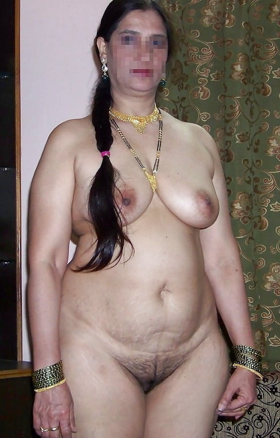 Superstar Indian Hot Nude Aunty Pic