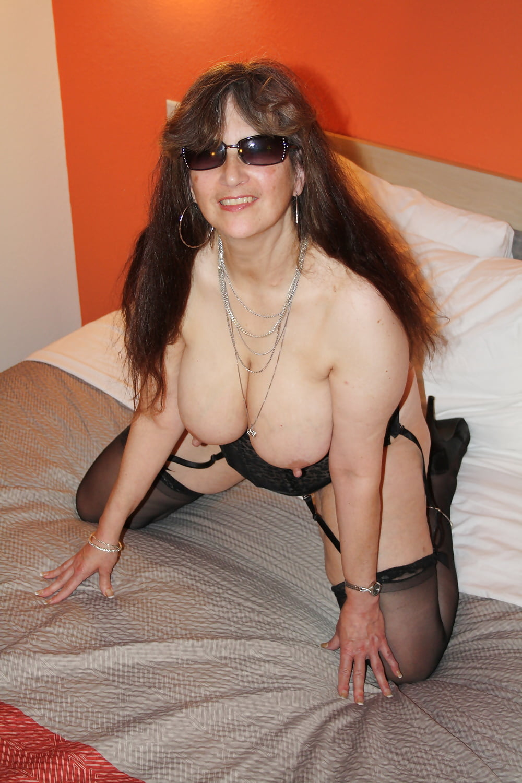 Tinja boobs stretch her canucks nhl bikini - 2 7