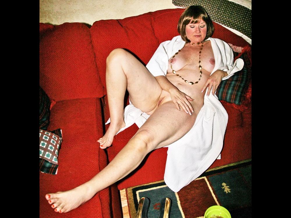 MY BEAUTIFUL MATURE WIFE FULL FRONTAL NUDE