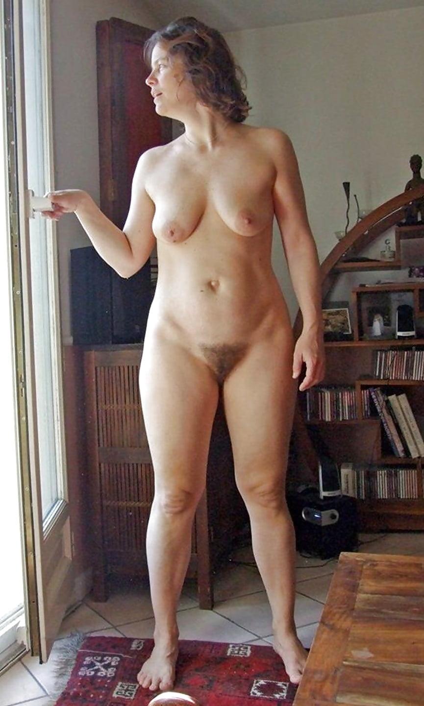 Частное фото голых баб у себя дома