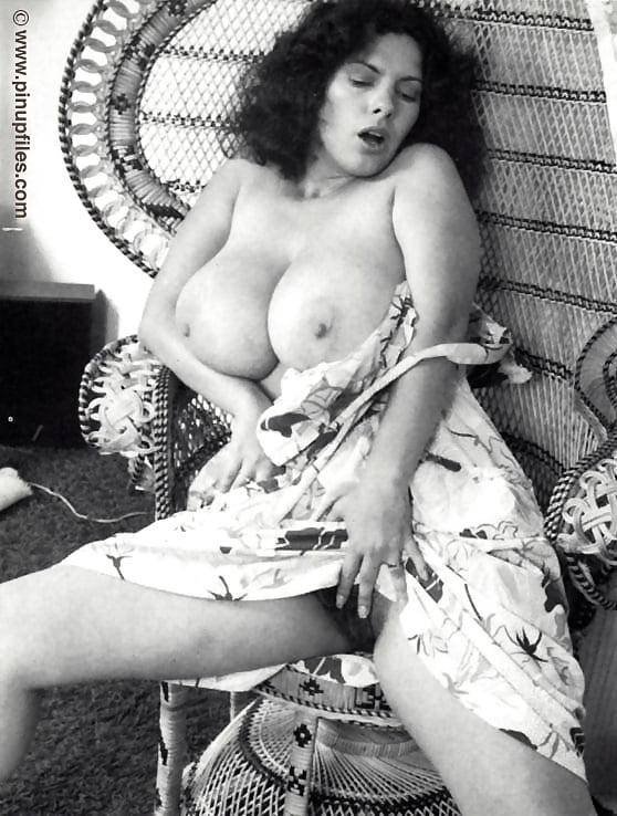 просто ретро порнографические фотографии дам с огромной грудью как тебя духу