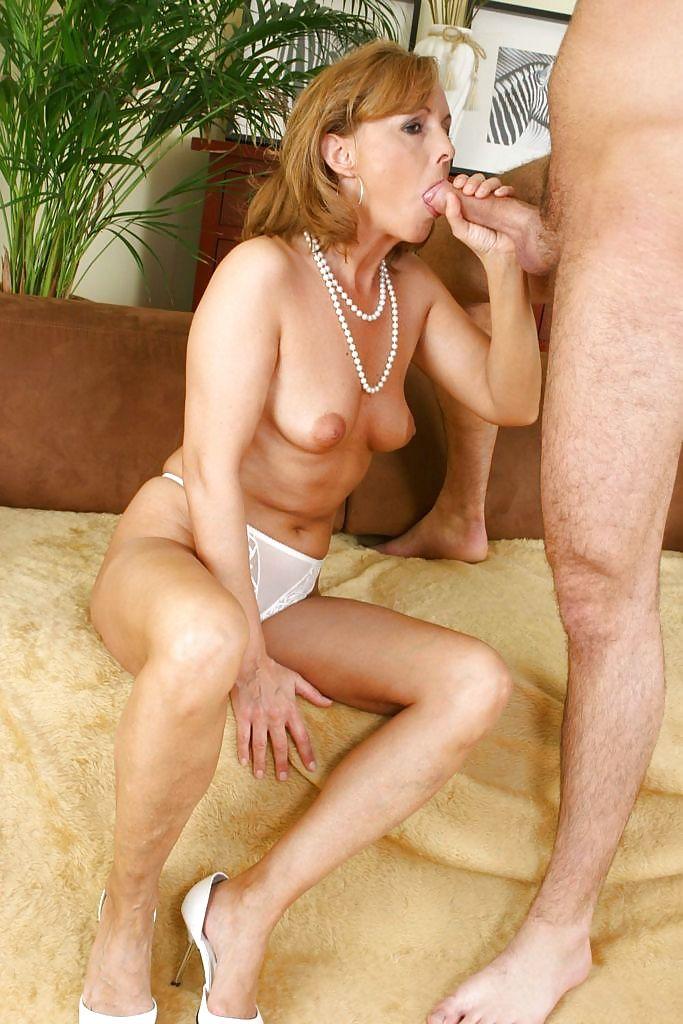 зрелые дамы отсасывают порно видео онлайн ножки