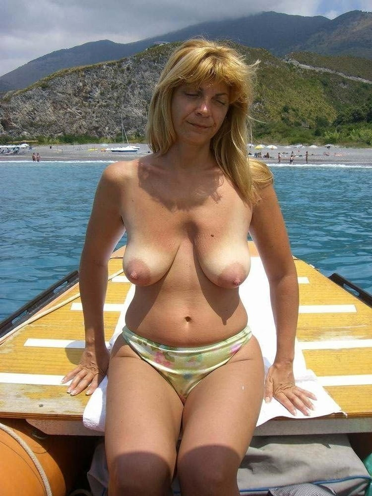 busty-mature-women-topless-black-man-woman-sexy-myspace-layout