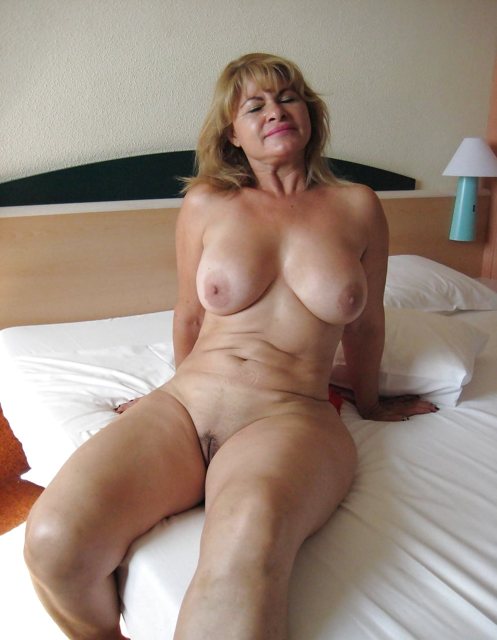 Only naked mature women — pic 2